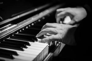איך ללמוד פסנתר לבד